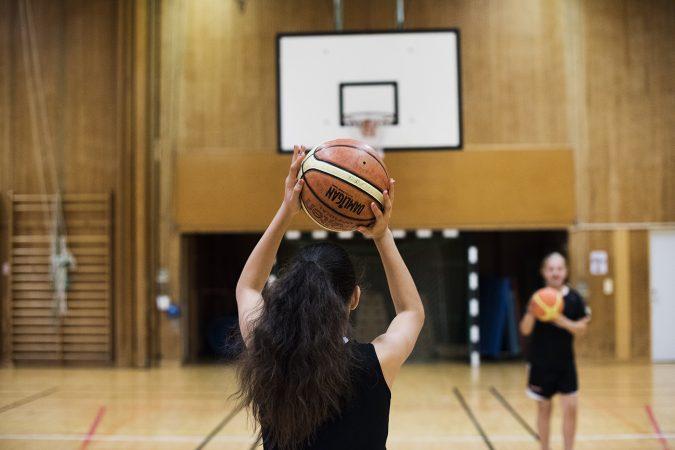 Växjö Ravens spelar basket
