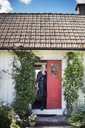 Författaren Barbro Lindgren i sitt hus på Öland