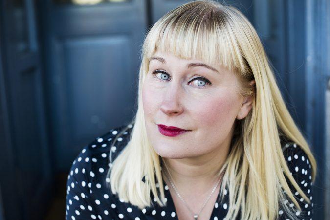 Porträtt på författaren Moa Sandberg