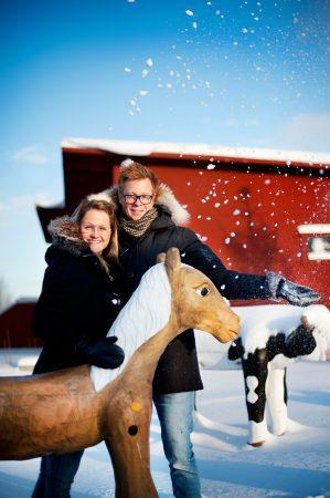 Bild på par i snön